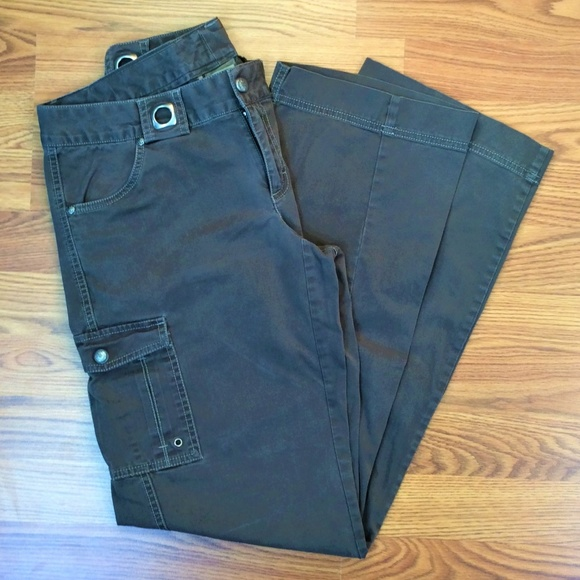 ad4a674a43293 Athleta Pants - Athleta Cargo Pants w/ Grommet Belt Loops 🌷